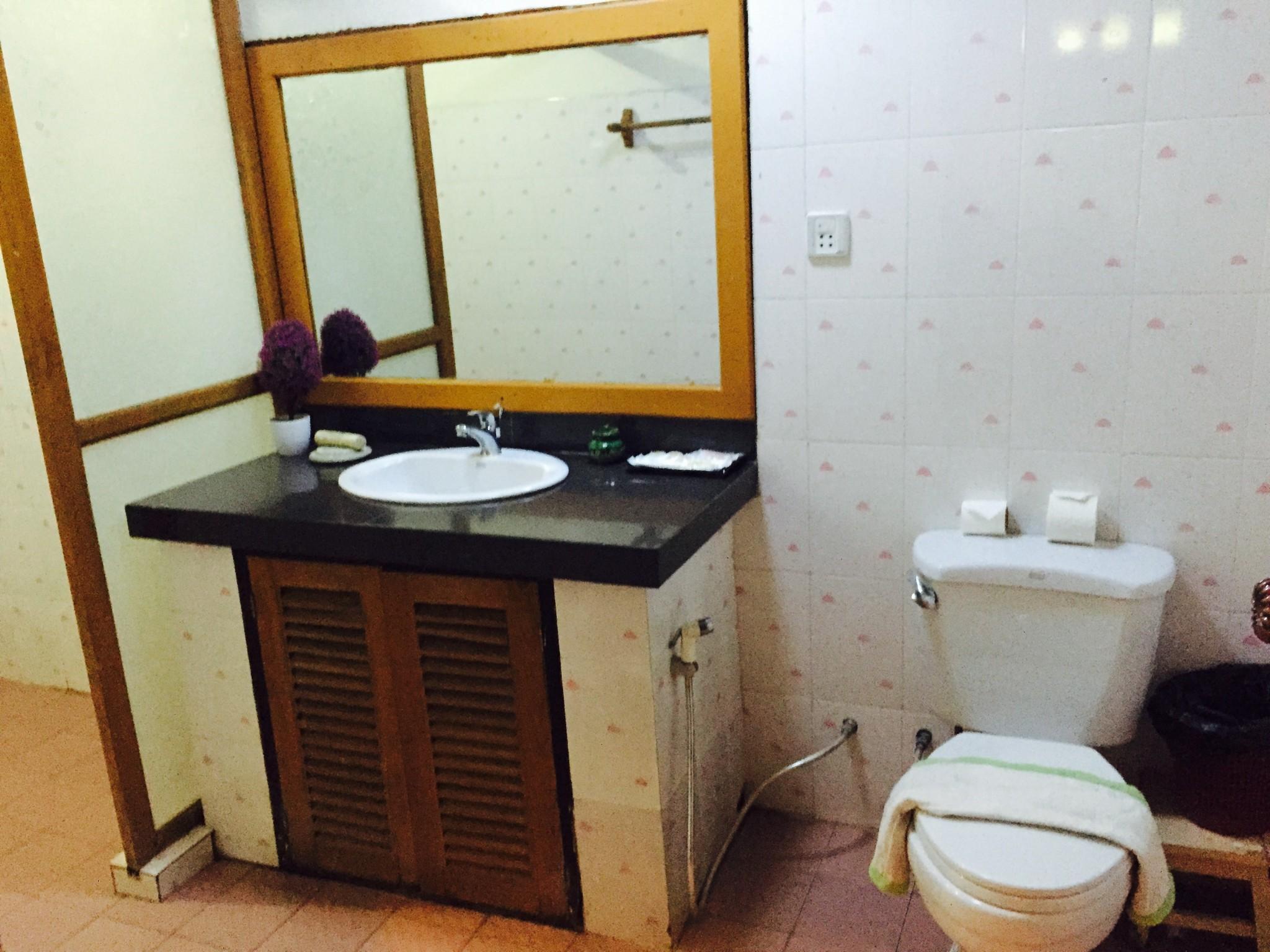 Aung Mingular Bathroom